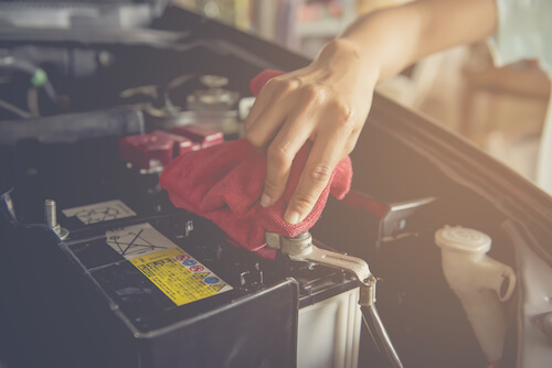 Cleaning-a-car-battery (2) - Copy