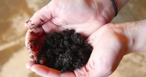 Use coffee grounds to remove a bad smell